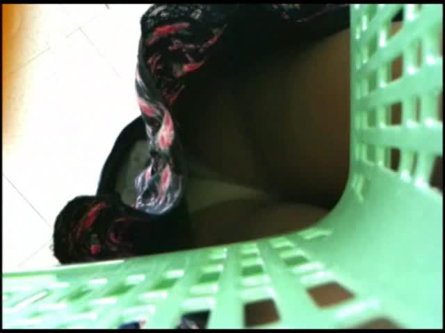 【ミニスカ】本当に素人お姉さんミニスカ☆パンティを逆さ撮り盗◯した本物の盗◯動画